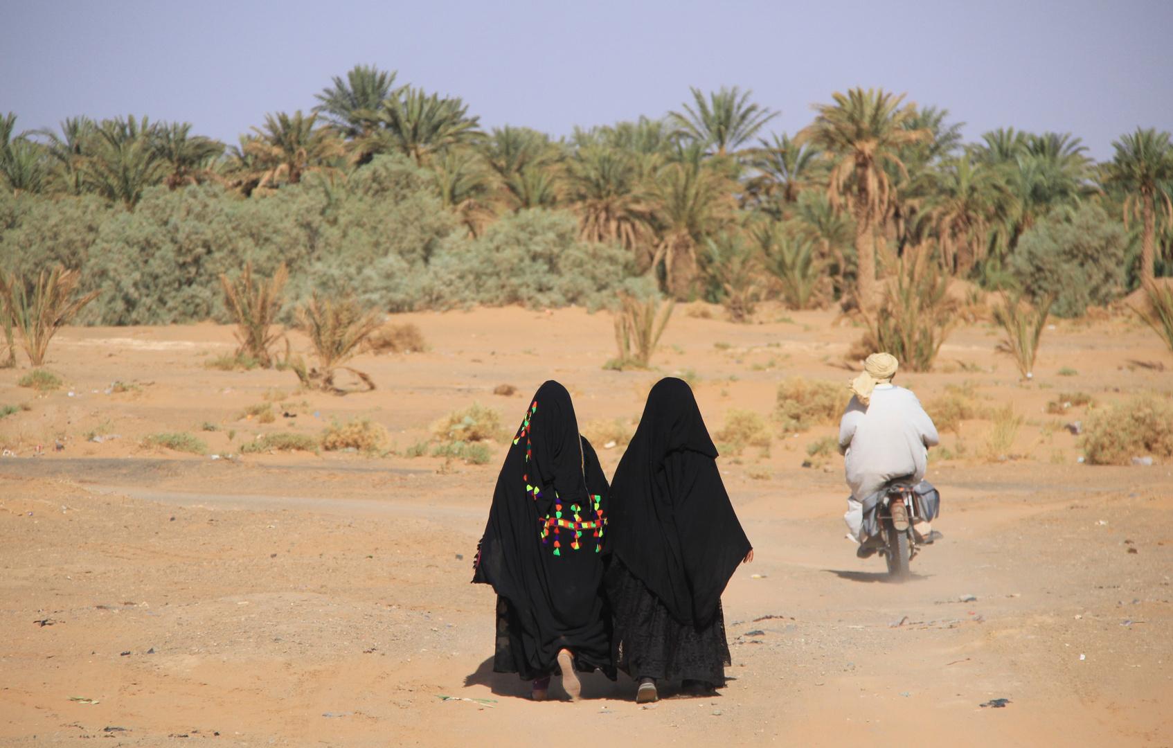 Deux femmes et la moto