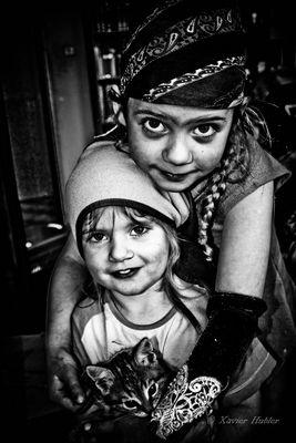 Deux poupées.