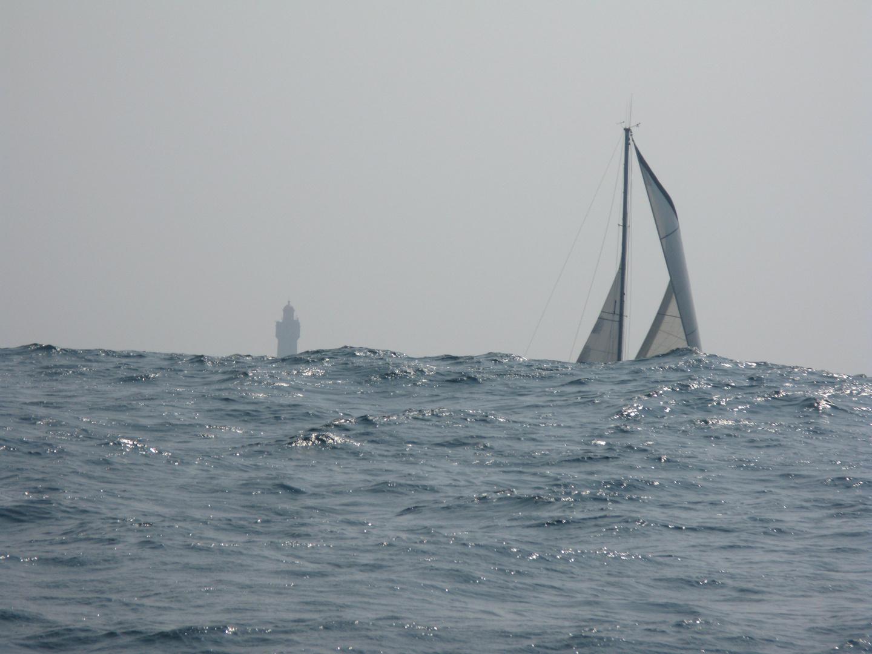 Devant le phare de la Jument 04.2011