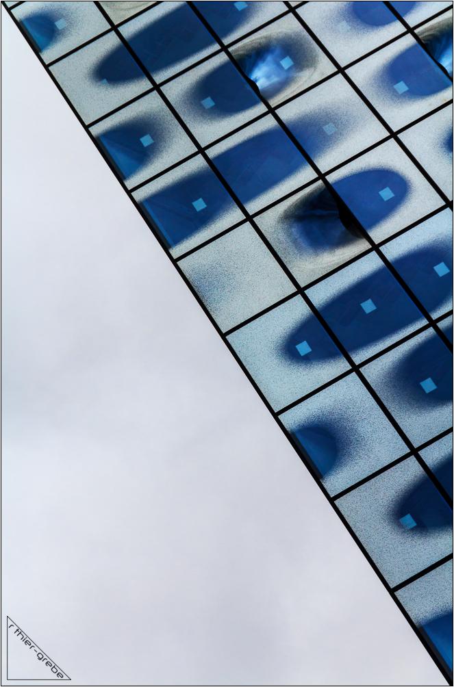 diagonal in blue