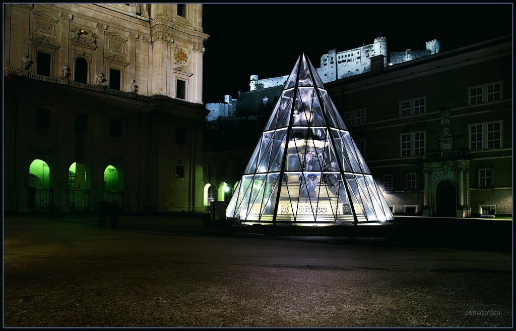 """""""Diamond auf Domplatz in Salzburg"""""""