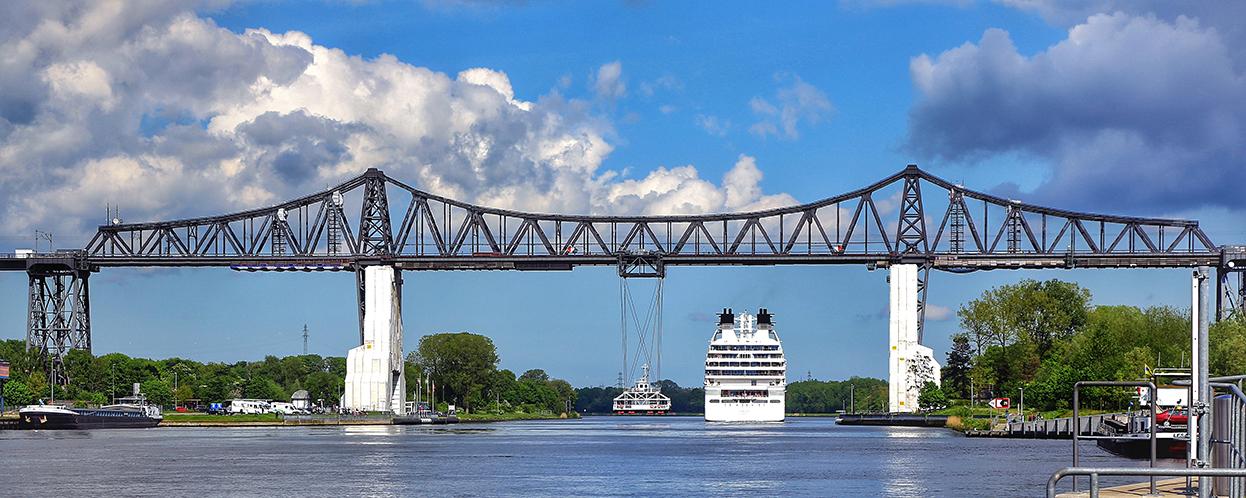 ..die 100 jährige Kanalbrücke...in