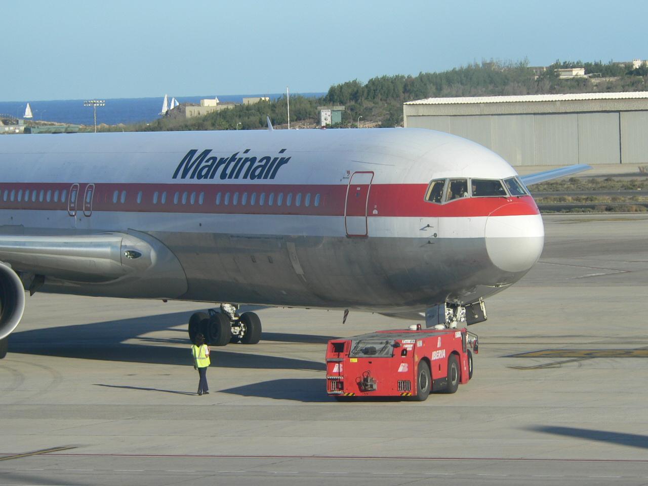 die 767 von Martinair beim Einparken