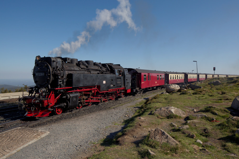 Die 997238-1 erreicht den Brockenbahnhof