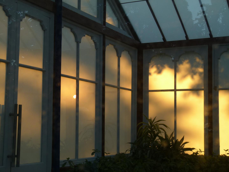 Die Abendsonne in den Fenstern des Planetariums