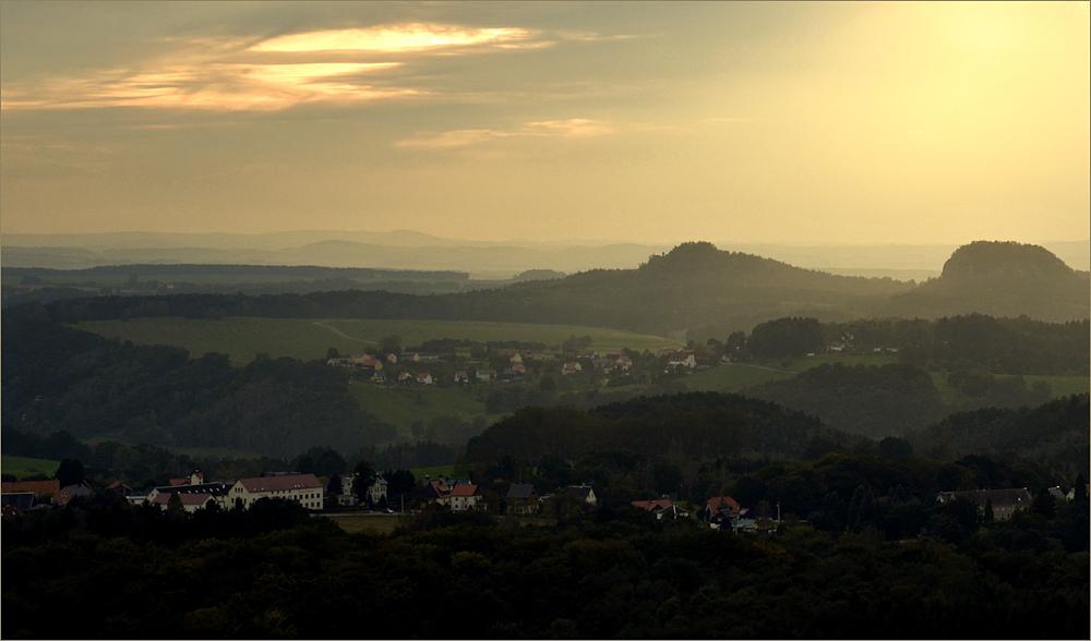 Die Abendsonne kuschelt mit dem Nebel ...