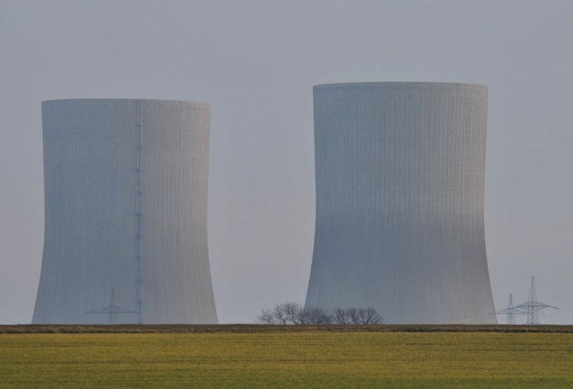 die Ästhetik von Beton- Kühltürmen  des RWE-Kraftwerkes in Hamm-Uentrop