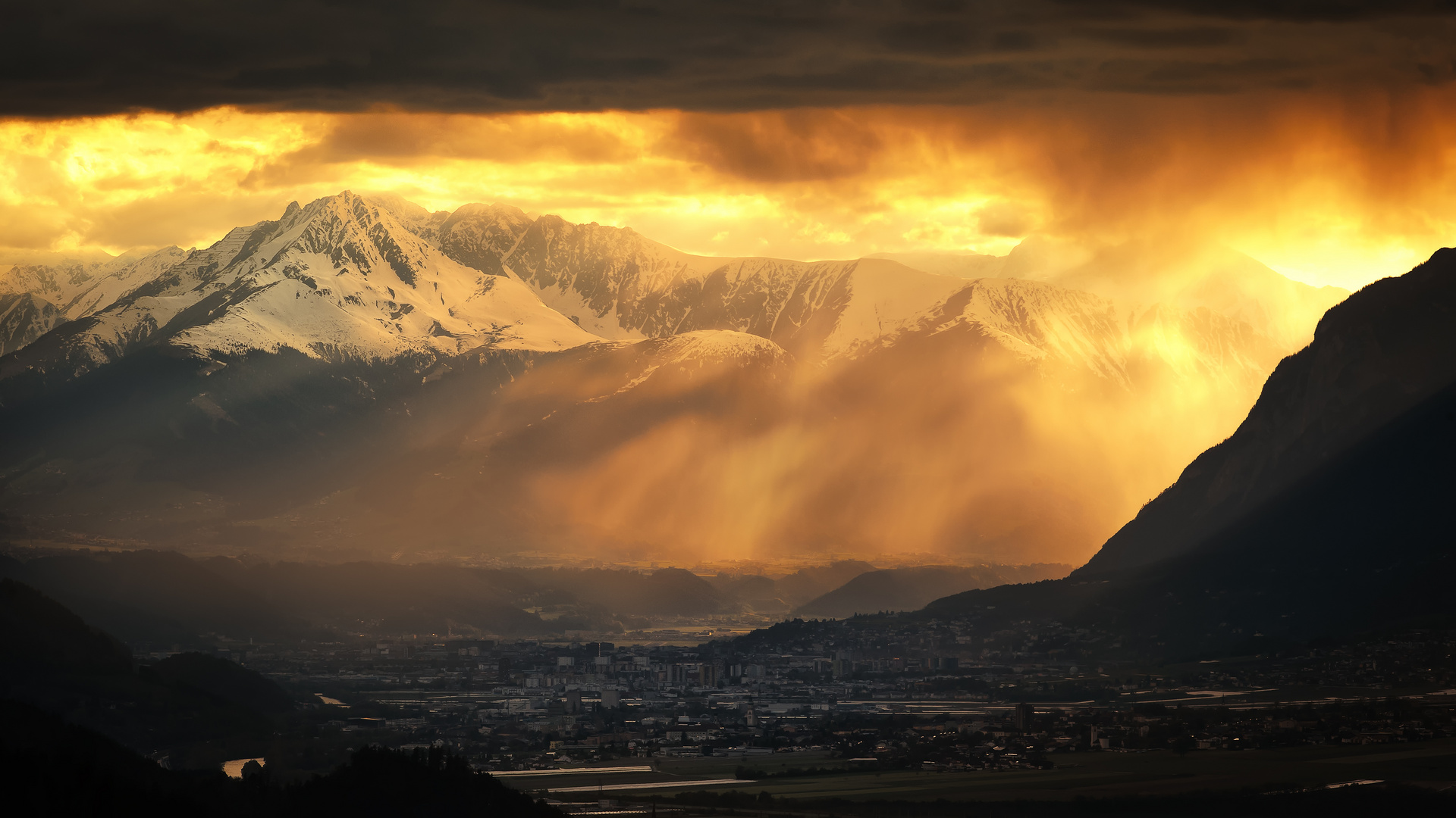 Die Alpen und das Abendlicht