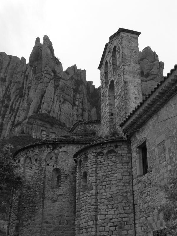 Die alte Kirche vor dem Berg