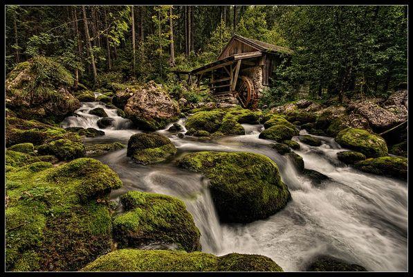 Die alte Mühle am Wasserfall