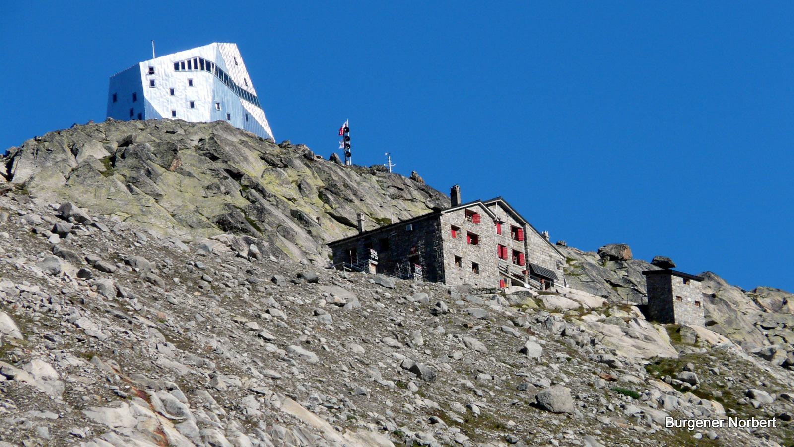 Die alte und die neue Monte Rosa Hütte.