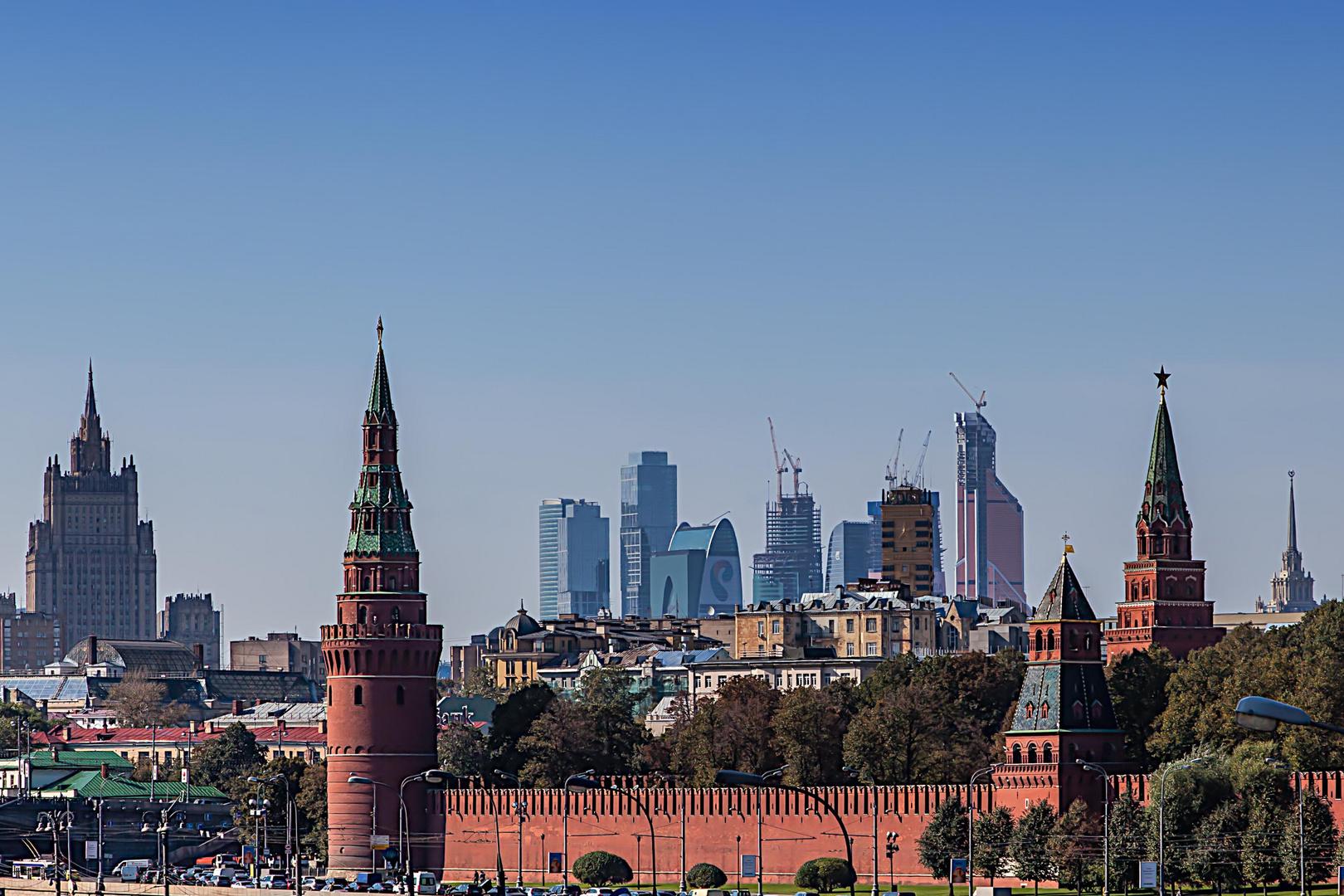 Die alten und die neuen Türme in Moskau