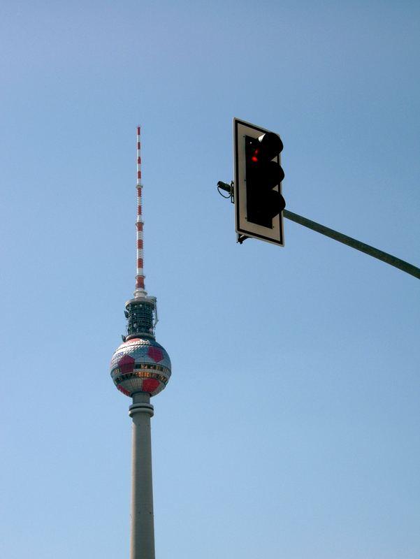 """Die Ampel gegen den Fernsehturm"""
