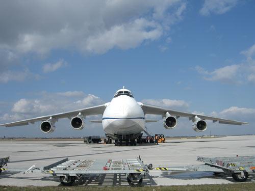 Die Antonov der Megatransporter