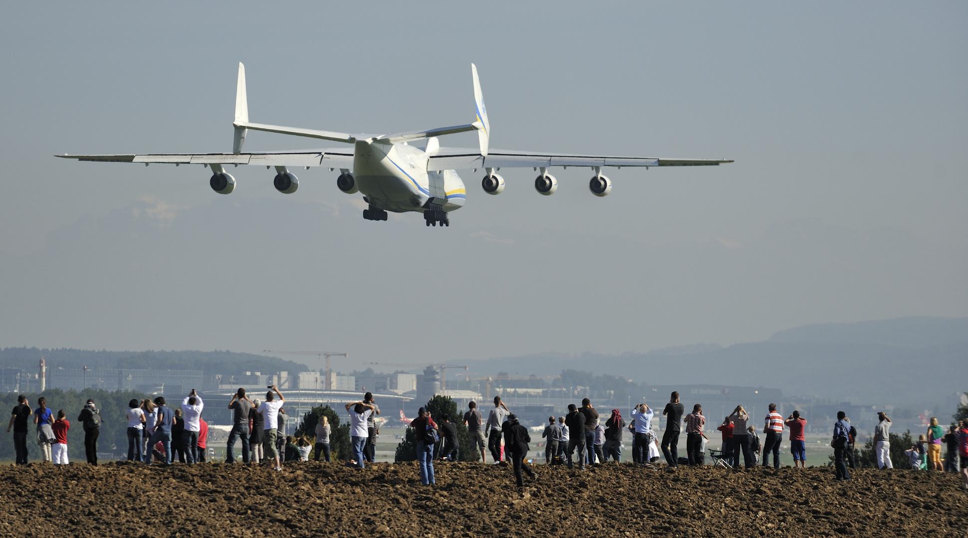 Die Antonov kurz vor der Landung