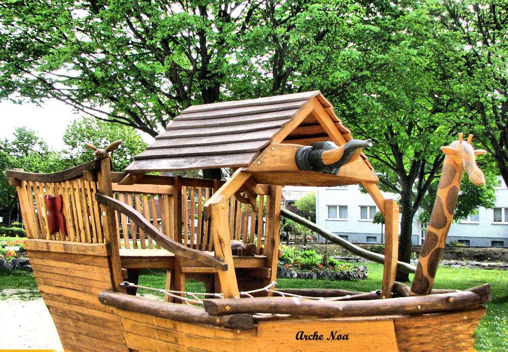 Die Arche Noa steht auf dem Spielplatz des Tap