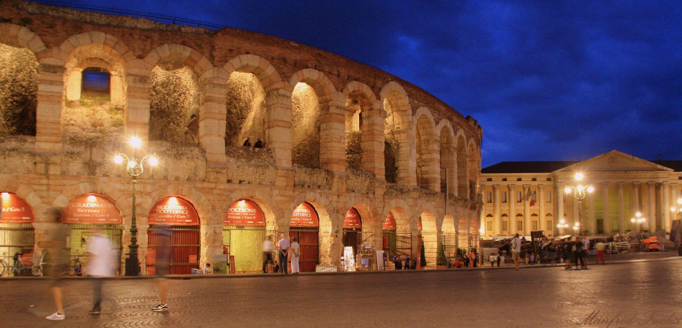 Die Arena von Verona bei Nacht