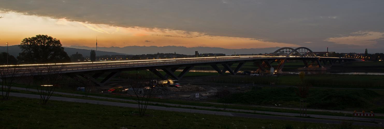 Die Beleuchtung der Hufibrücke