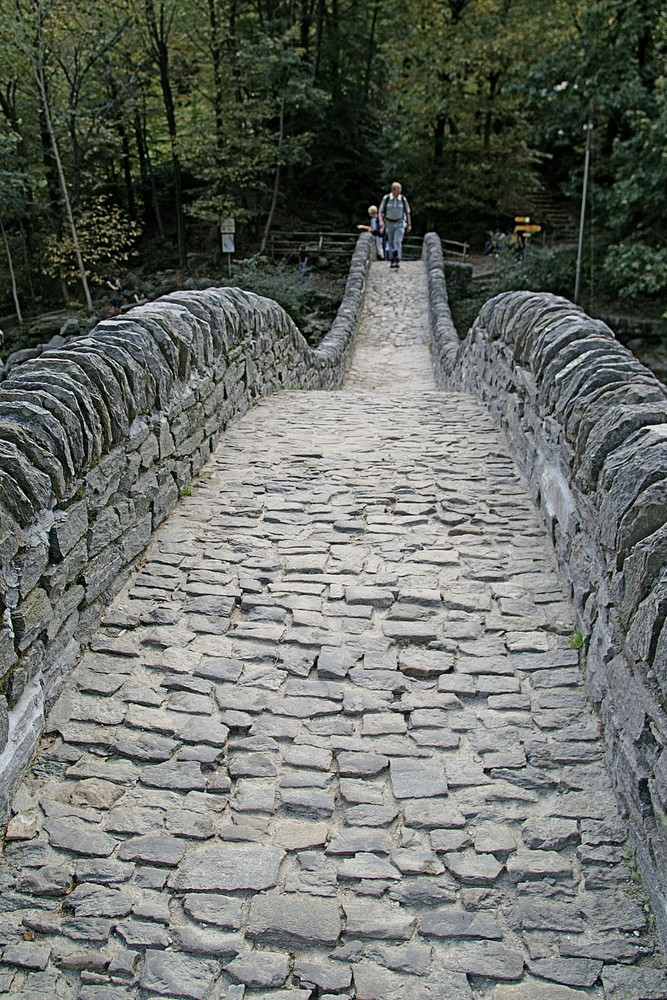 die berühmte Steinbrücke im Val Verzasca (TI/CH)