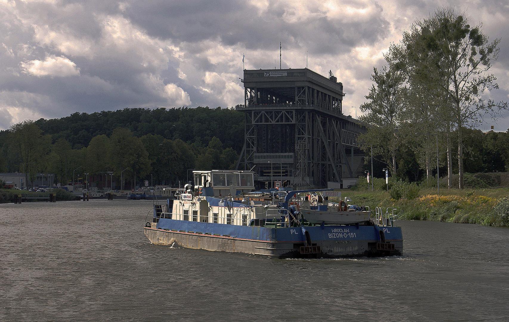 Die BIZON-O-151 erreicht das Schiffshebewerk in Niederfinow