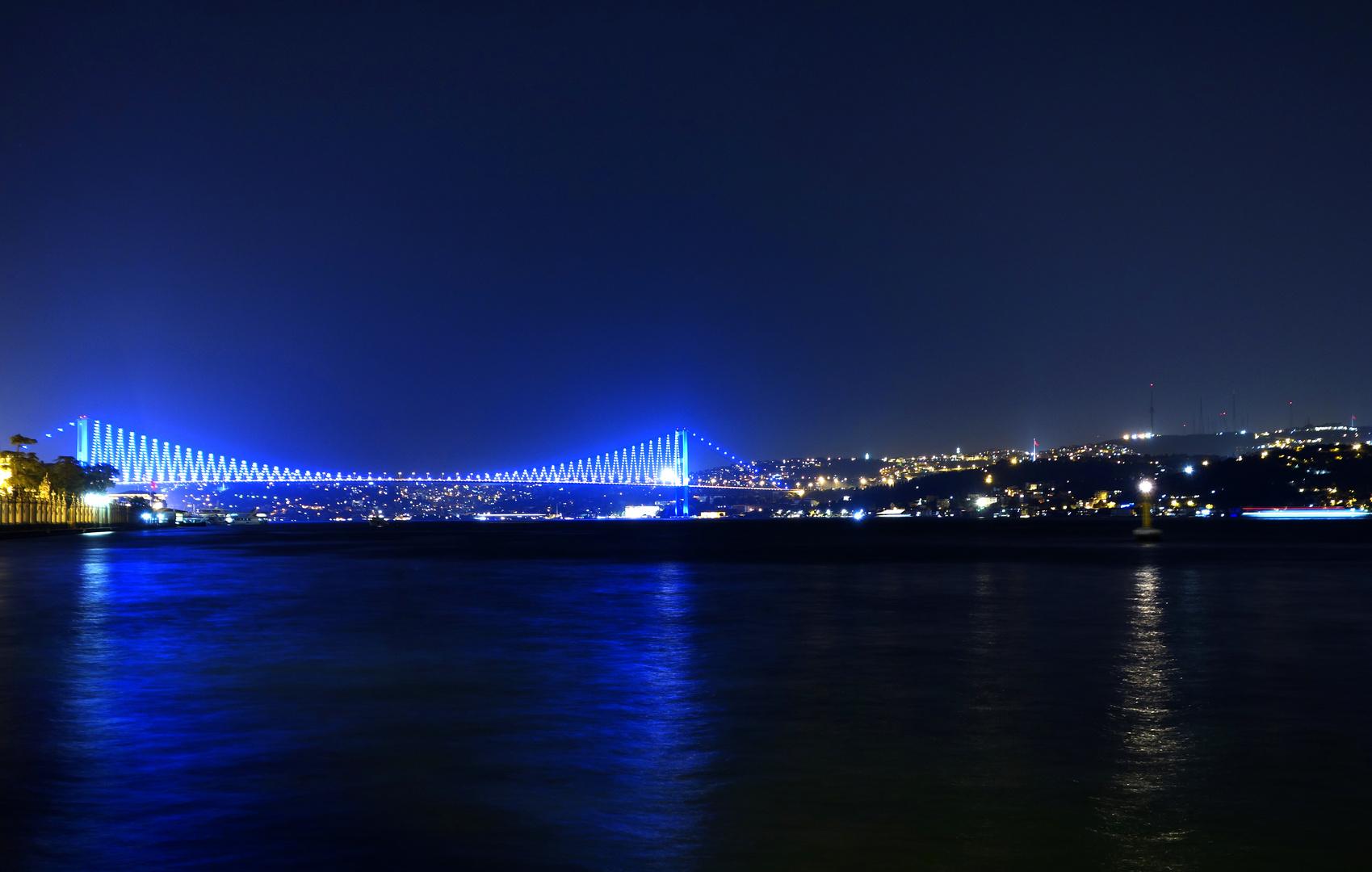 Die blaue Brücke am Bosporus
