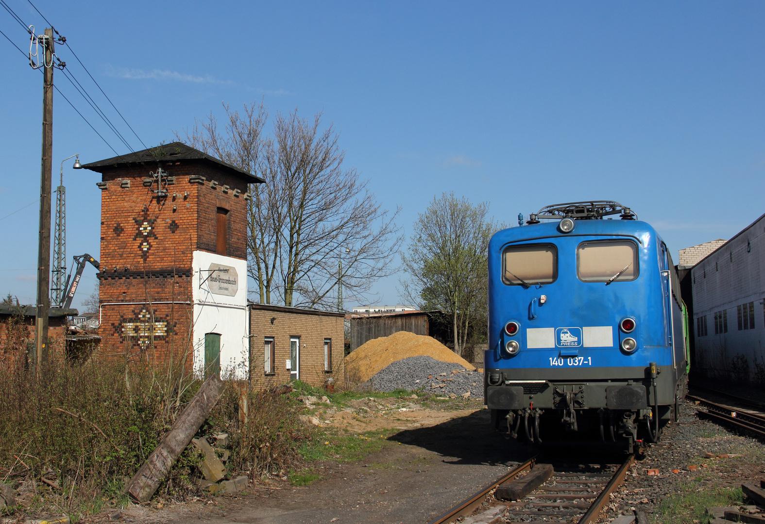 Die blaue Einheitslok im sonnigen Bonn-Beuel