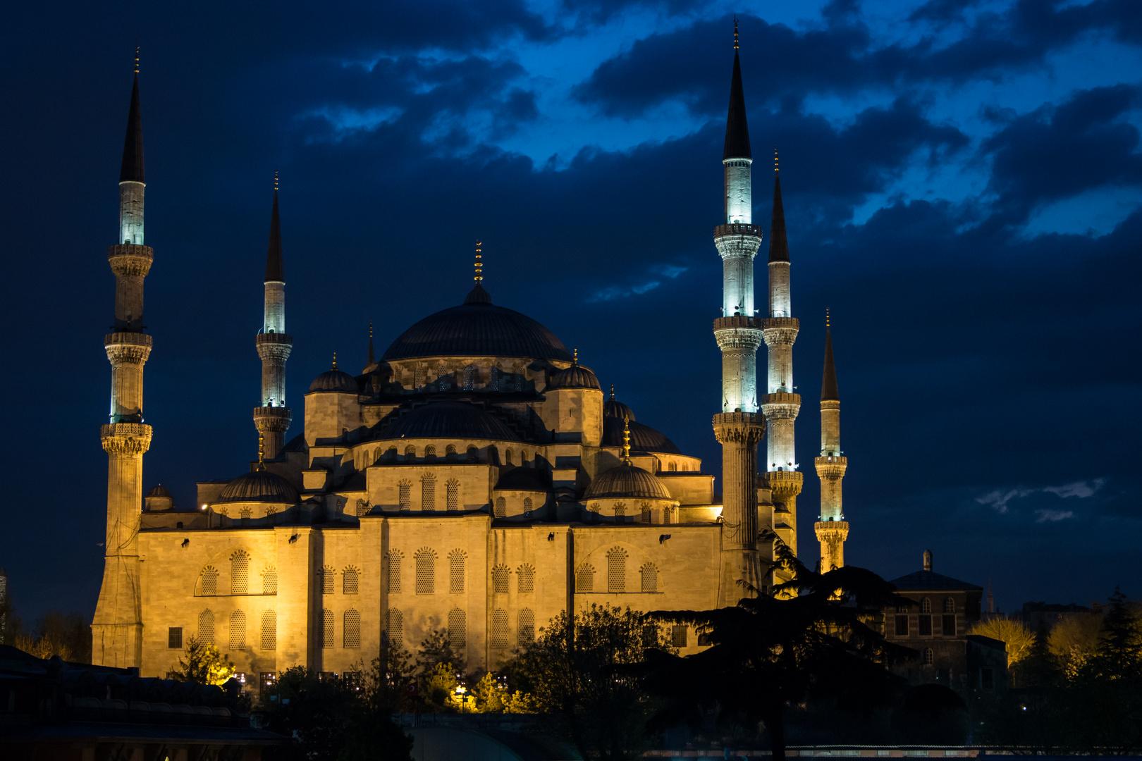 Die Blaue Moschee nach Sonnenuntergang