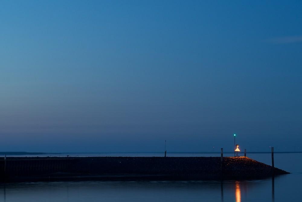 Die blaue Stunde an der Mole