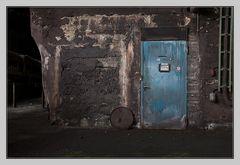 die blaue Tür zum Oelraum