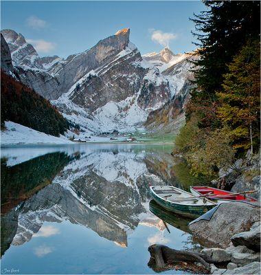 Die Boote am Bergsee