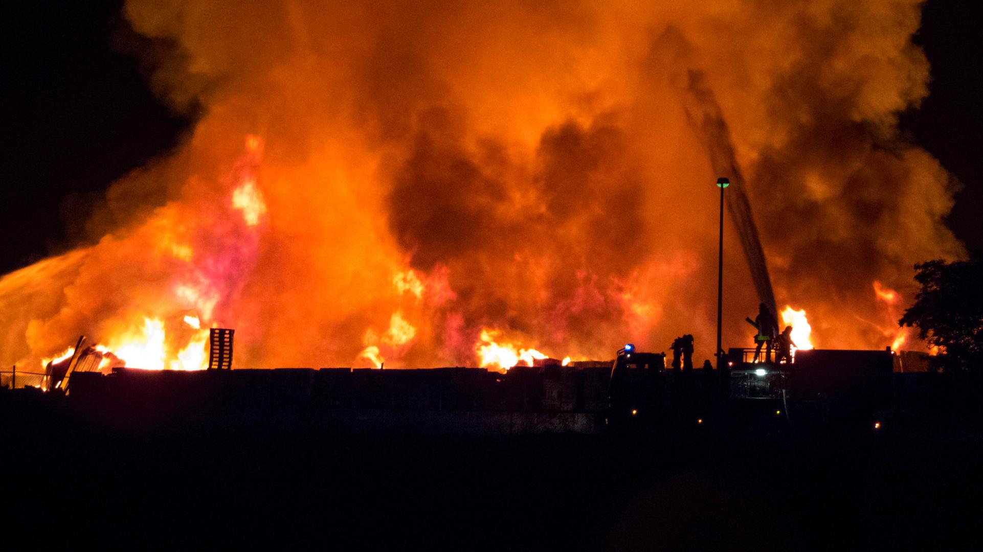 Die brennende Lagerhalle