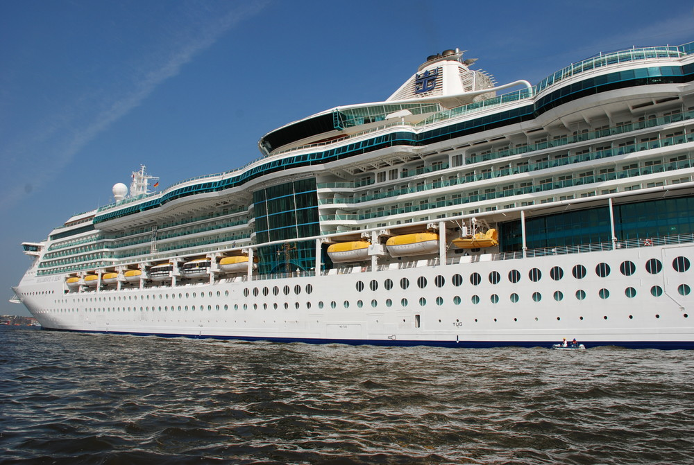 Die Brilliance of the Seas im Hamburger Hafen