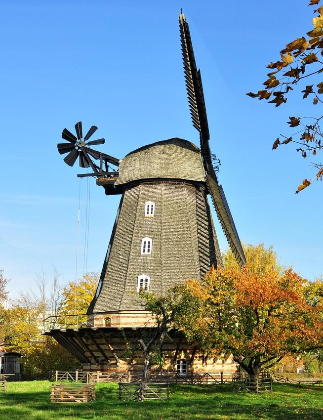 Die Britzer Mühle im Herbst.....