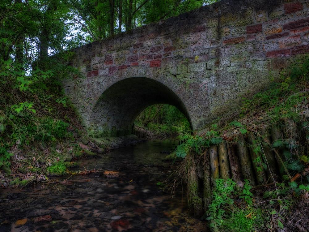 Die Brücke am Bach