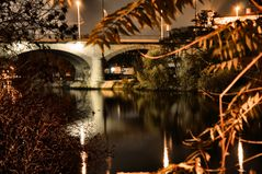 Die Brücke am Fluß