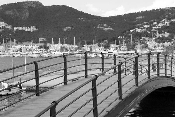 Die Brücke am Hafen