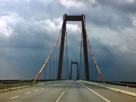 Die Brücke in die Dunkelheit.