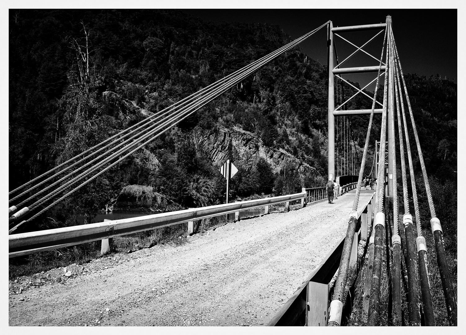 Die Brücke über den Fluss ...