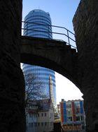 Die Brücke zwischen Altertum und Moderne mit Spiegel