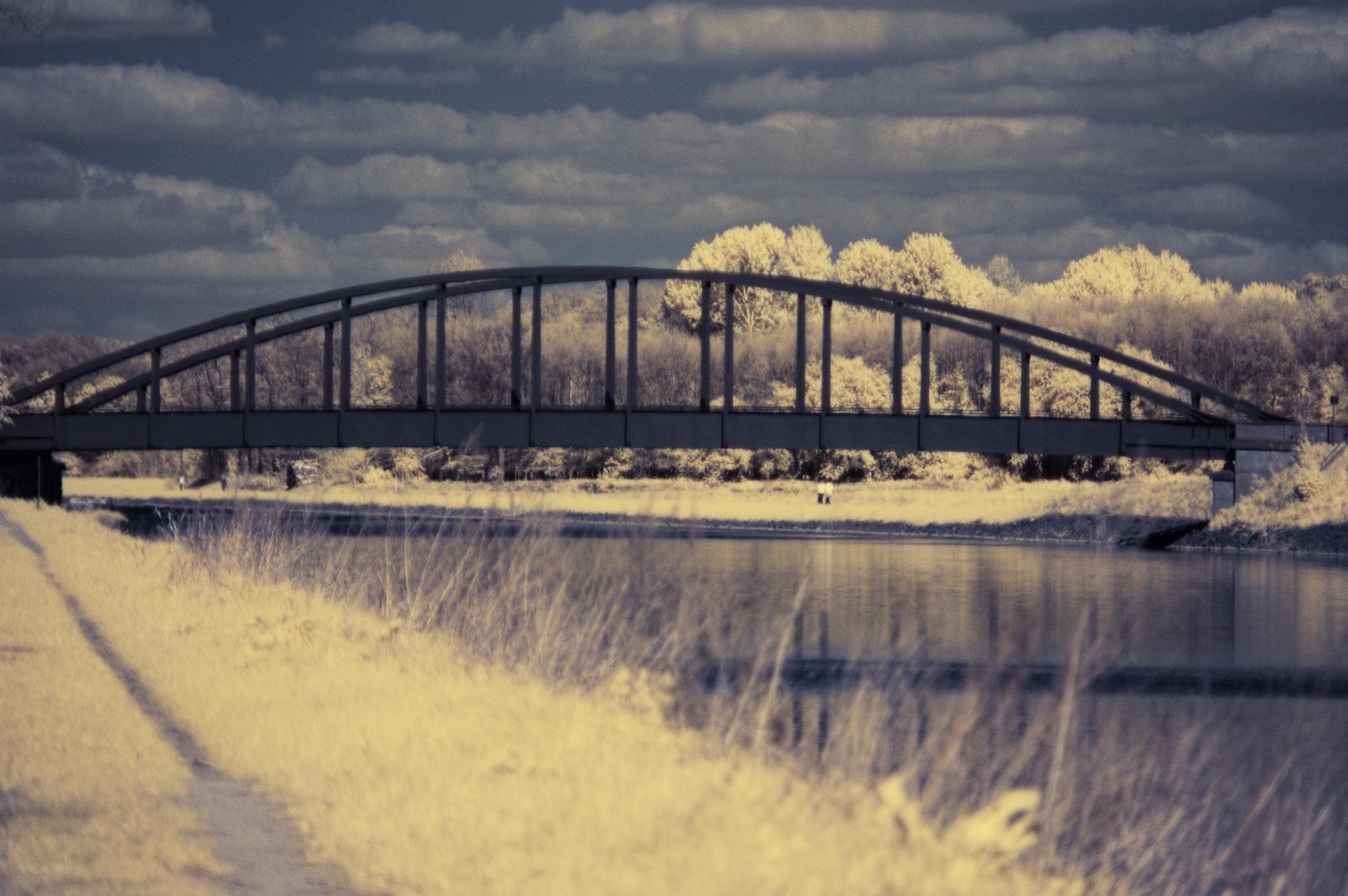 Die Brücke zwischen den Ufern