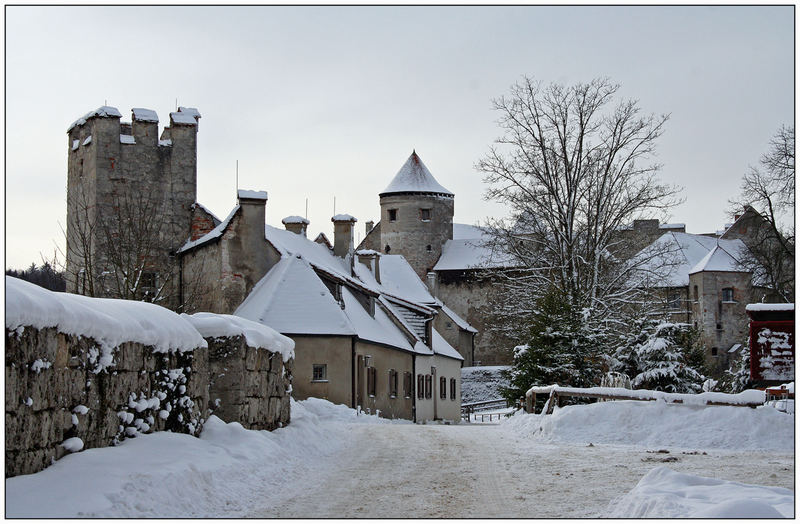 Die Burg am kalten Winterabend