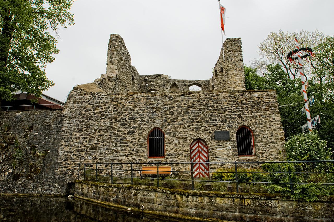 Die Burg an der Lippequelle - Bad Lippspringe