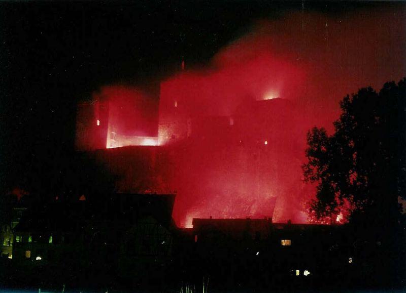 Die Burg Runkel in Flammen