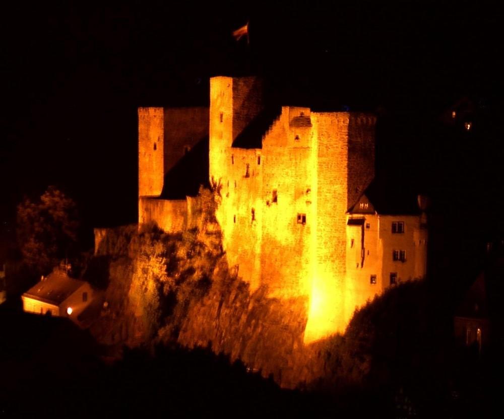 Die Burg Runkel nachts (1)