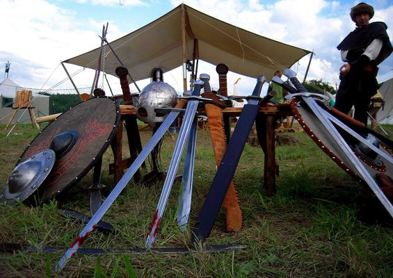 >>>((( die by the sword