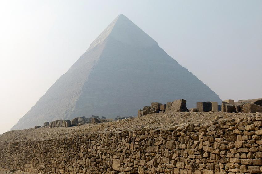 ...die Chephren Pyramide im Cairo Smog...
