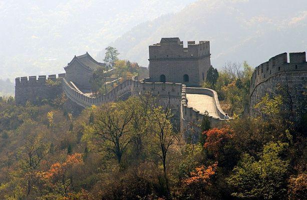 Die chinesische Mauer im Herbst