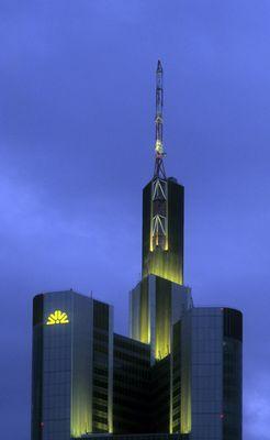 Die Commerzbank Frankfurt am Abend