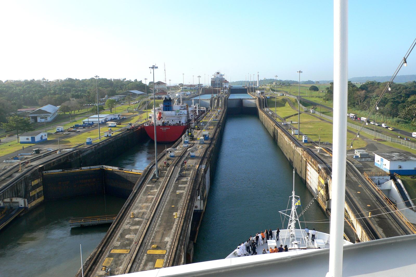 Die Costa Deliziosa fährt zum ersten Mal durch den Panama-Kanal