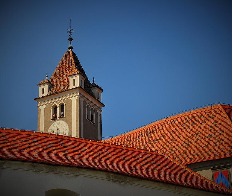 Die Dachlandschaft der Hauptburg Riegersburg